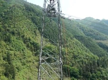 無人機航拍西電東送主網架更換整串故障絕緣子