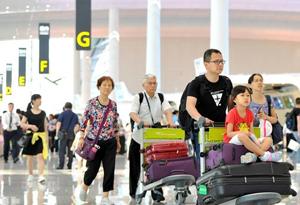 广州白云机场T2航站楼全面投入使用