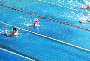 广东对大中学生提出要求:人人都要会游泳