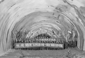 6492米!广东高速公路最长隧道右洞贯通
