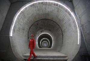 """是""""误操作""""还是""""蛮施工""""?——深圳地铁施工频繁挖断电缆水管事件调查"""