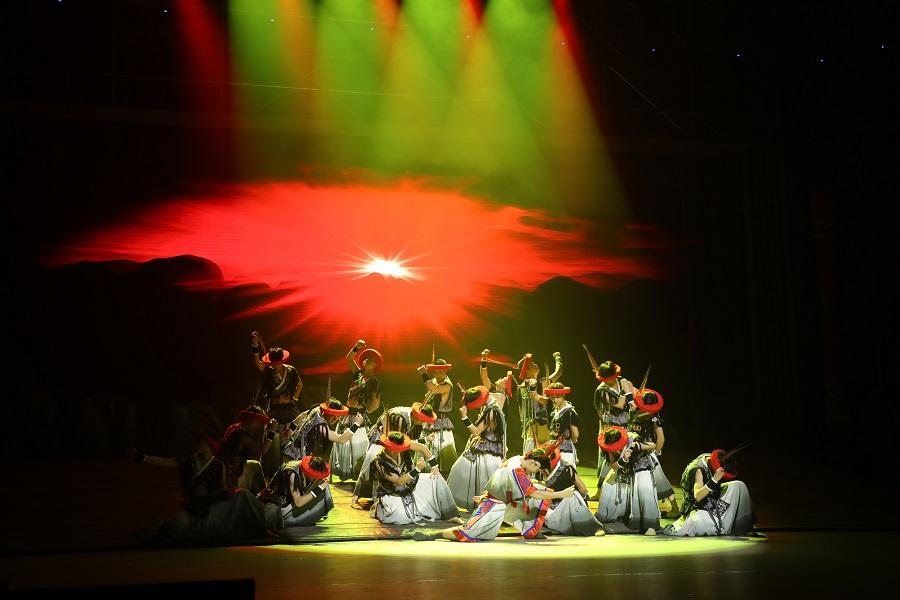 """56個民族同唱共産黨好丨舞劇《瑤山那抹紅》 講述民族鄉村的""""興""""與""""愁"""""""